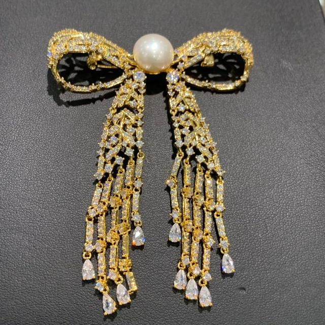 11 12 ミリメートル天然淡水真珠のブローチ銅立方ジルコンちょうブローチピンタッセル古典的なファッション女性ジュエリー