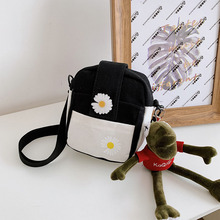 New 2020 Japanese soft sister cloth bag Harajuku style shoulder messenger bag net red female bag small daisy canvas bag blood kitchen knife style canvas zipper messenger bag white red
