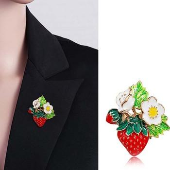 Śliczna klasyczna czerwona truskawka broszka z kwiatem dla kobiet panie Party kapelusz na prezent akcesoria kwiatem owocowym broszka z kwiatem kobiece prezenty tanie i dobre opinie CN (pochodzenie) Brak Brooch Pins BROSZKI Kobiety TRENDY