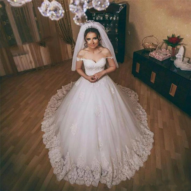 Saudi Arabia Off-shoulder Lace Appliqued Beads Wedding Gowns Custom Made Vintage Country Ball Gowns Wedding Dresses 2020
