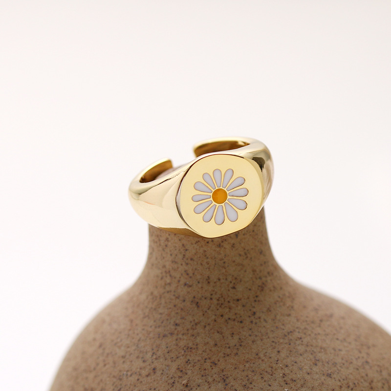 Korean Style Mini Cute Flower Rings for Girls Vintage Daisy Flower Ring Gold Plated Enamel Party Couple Rings Gift Jewelry