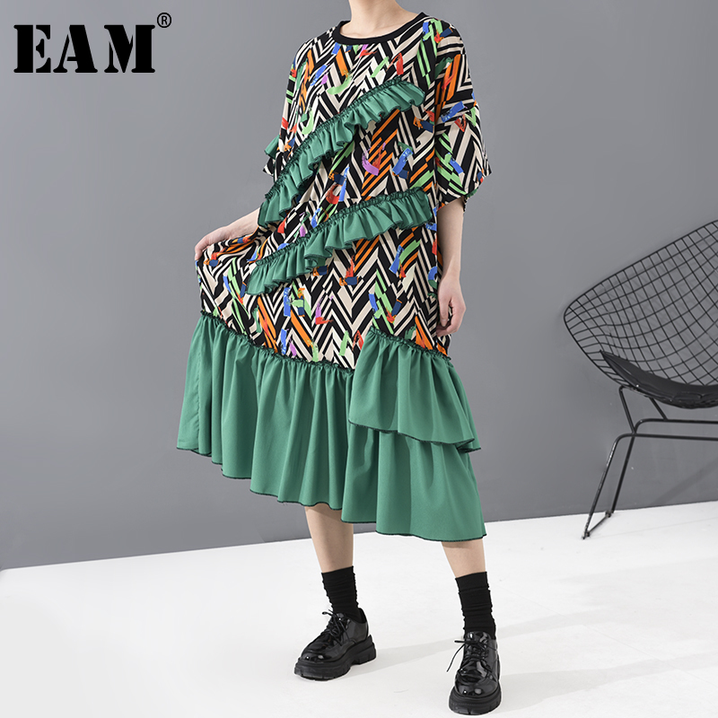 [EAM] Women Green Pattern Printed Ruffles Big Size Dress New Round Neck Half Sleeve Loose Fit Fashion Spring Autumn 2020 1T817
