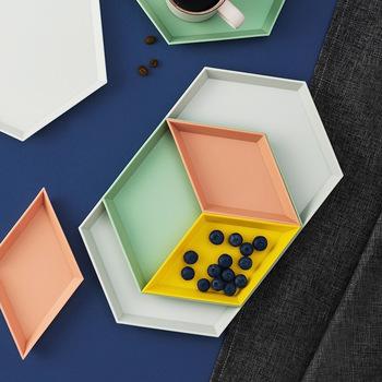 Plastikowe domowe kreatywne proste geometryczne kolor stolik talerz na owoce taca czteroczęściowy zestaw płytki talerz s płytki talerz zestawy tanie i dobre opinie CN (pochodzenie) Stałe Sześciokątne Z tworzywa sztucznego fruit dish Color combination Nordic style Four-piece suit Creativity