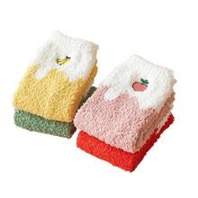 Engraçado algodão espessamento morango meias feminino macio senhoras inverno cashmere curto preto meia respirável quente casual feminino sox