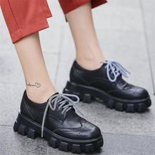 Женские кроссовки из натуральной кожи на шнуровке с круглым