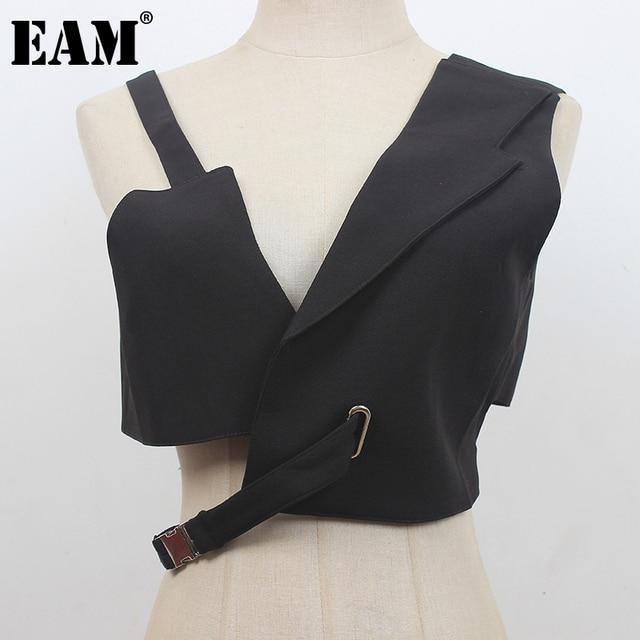 [EAM] Women Loose Fit Black Irregular Bandage Short Vest New V-collar Sleeveless Fashion Tide Spring Summer 2021 1DE0596 1