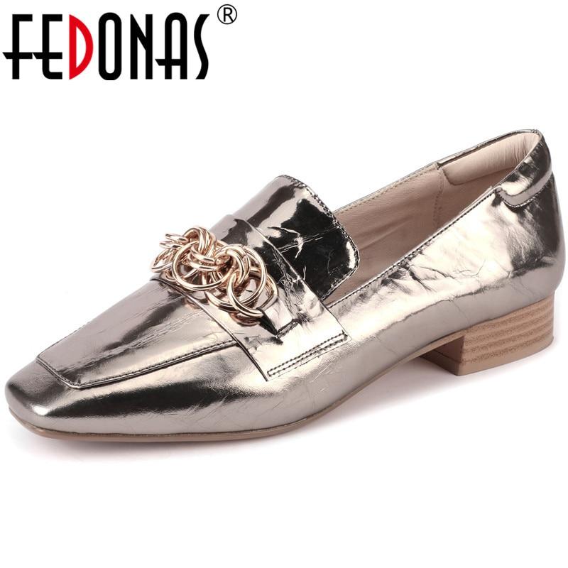 FEDONAS nuevas mujeres clásicas de cuero de vaca bombas de tacones cuadrados zapatos de moda Zapatos de Color sólido elegante primavera Metal cadena Zapatos mujer KYSZDL gran oferta de alta calidad Natural granate pulsera moda mujer cristal pulsera joyería regalos