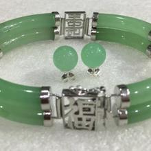 Красивый набор сережек из белого зеленого нефрита