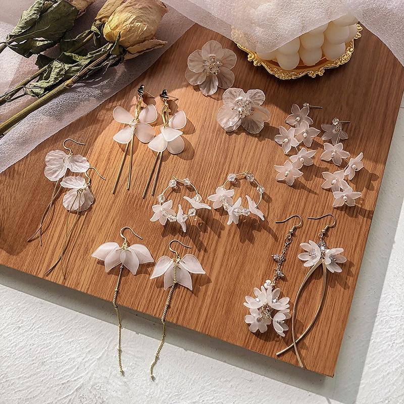 Fashion Tassel earrings acrylic white flowers stud earrings girl Popular crystal earrings for women jewelry acrylic earings 2019