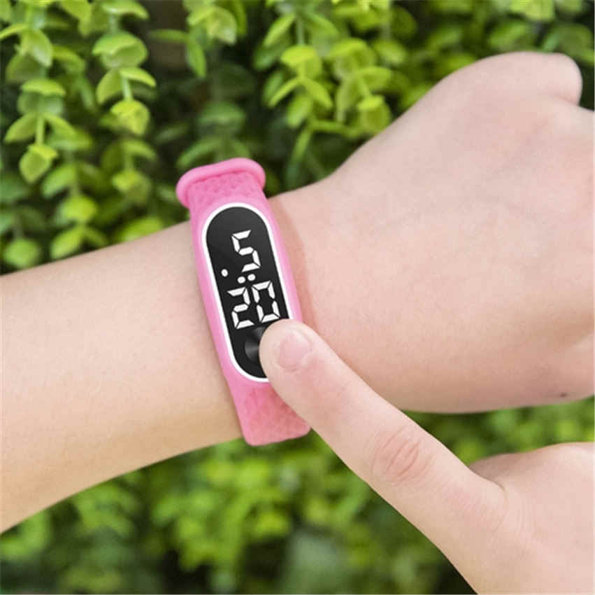 新しいブレスレット腕時計の子供たちは子供のスポーツ電子腕時計 led デジタル子の手首時計学生腕時計