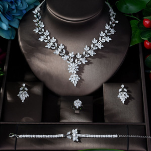 Image 2 - HIBRIDE סופר יוקרה עלה עלים מלא AAA מעוקב Zirconia נשים חתונה שמלת שרשרת עגיל תכשיטי סטי Bijoux Femme N 1143