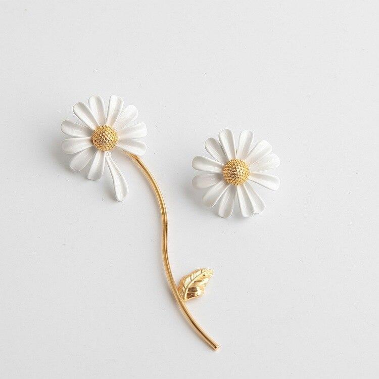 FFLACELL 2020 Spring New Elf White Drop Glaze Asymmetric Small Daisy Tassel Flower Ear Stud Earrings For Women