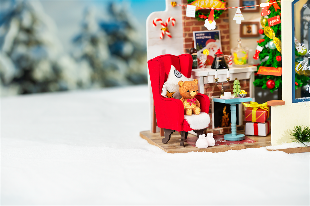 Rolife DIY Miniature Dollhouse - Snow House DG18