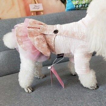 Pull et robe à bretelles
