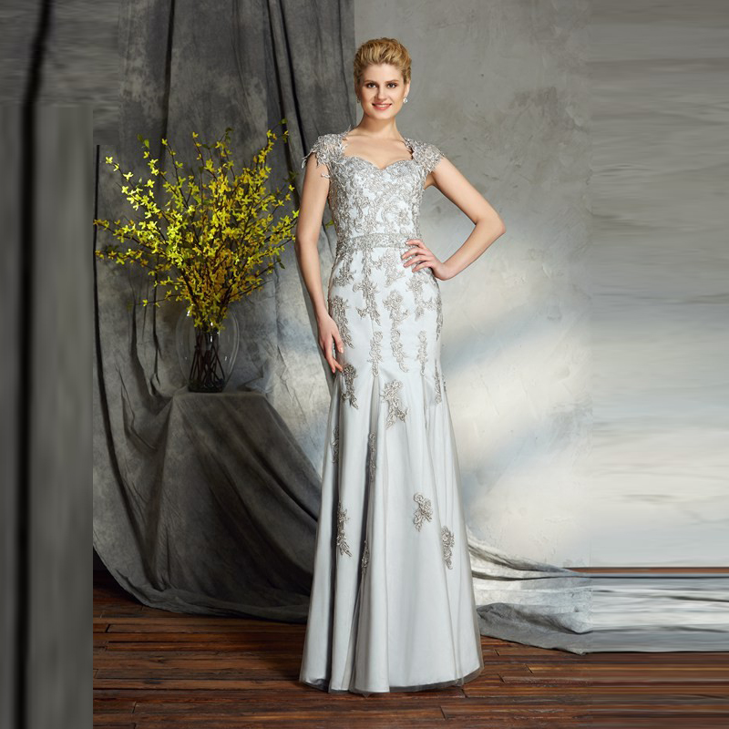 Elegant Silver Lace Mermaid Appliqued Mother of the Bride Dresses Cap Sleeves Plunge Neckline Floor Length Wedding Party Gowns