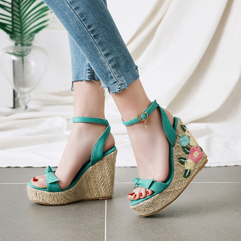 Women's Sandals 2020 New Summer Women's Shoes Large Size Fashion Embroidered Bow Slope With Flowers Thick Sandals