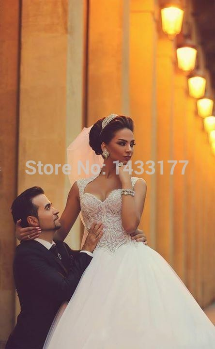 2018 Sweetheart Saudi Arabic Backless Winter Wedding Dress Appliques Beaded Bodice Sheer Ball Gown Tulle Bridal Gowns Vestidos