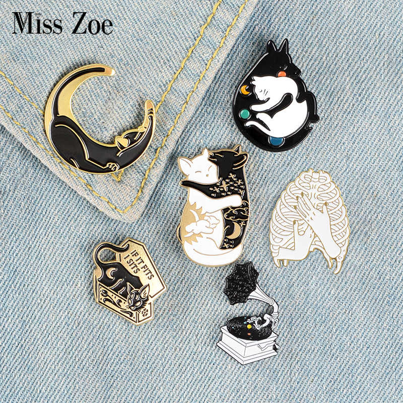 Starry Night Collectie Emaille Pins Fonograaf Kat Maan Doos Badges Custom Broches Bag Kleding Revers Pin Punk Zwarte Sieraden