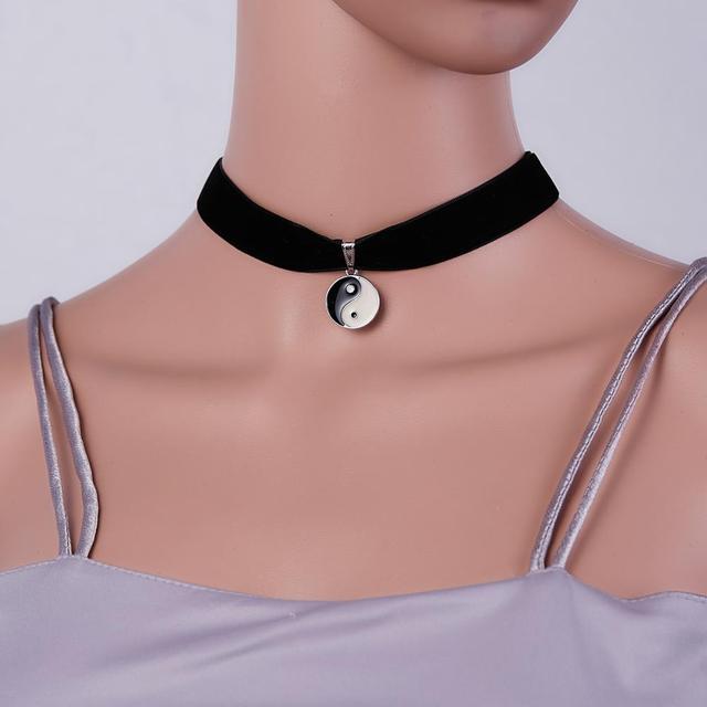 Elegant Retro Einstellbar Gotisch Halskette Velvet Choker Schwarzer Ribbon