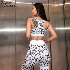 Image 2 - נשים קיץ סטי 2 חתיכות הדפס מנומר מכירה לוהטת ספורט חליפות Sportwear נמתח יבול למעלה גבוהה Waitst חותלות