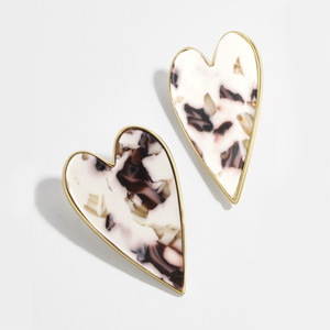 2020 New Lady's Vintage Leopard Acetic Acrylic Heart Stud Earring Fashion Acrylic Statement Earrings For Women Accessories