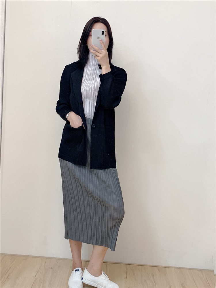 Autumn And Winter New Miyake Pleated Jacket Short Paragraph Slim Lap Pocket Button Temperament Suit Female Free Shipping