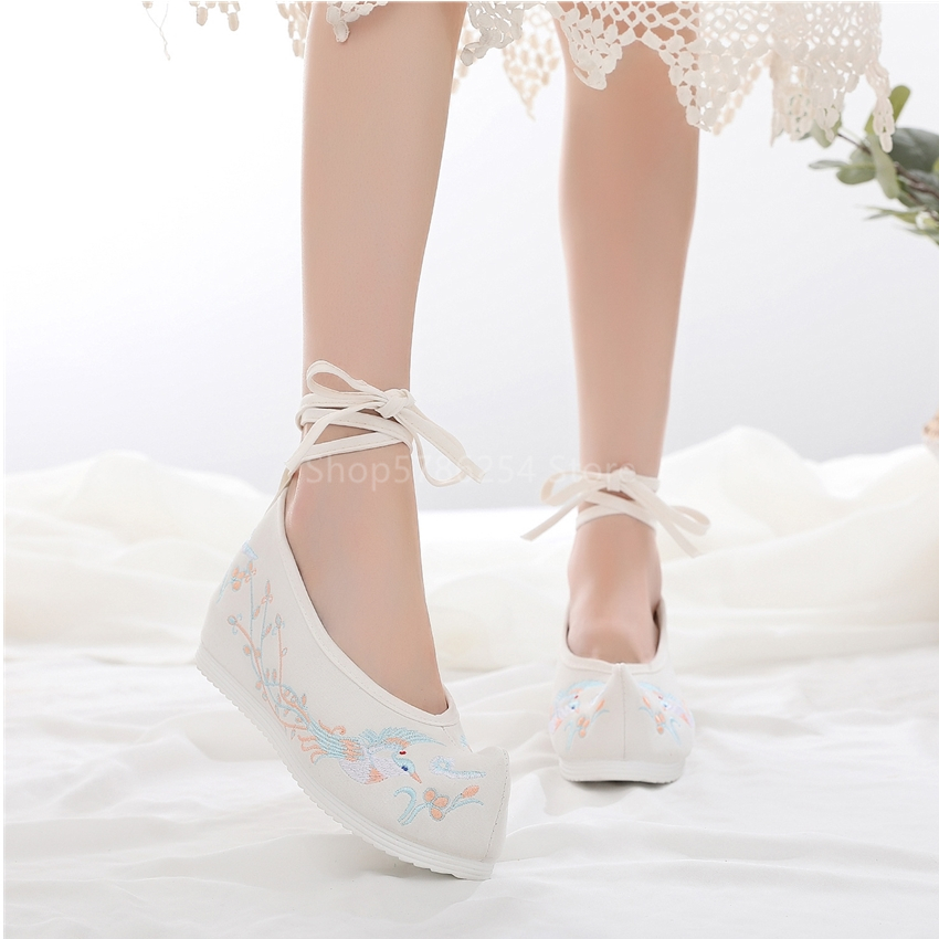 Traditional Ancient Chinese Floral Embroidered Shoes Women Hanfu Stage Dance Costume Wedding Shoes Oriental Style Girls Wear New