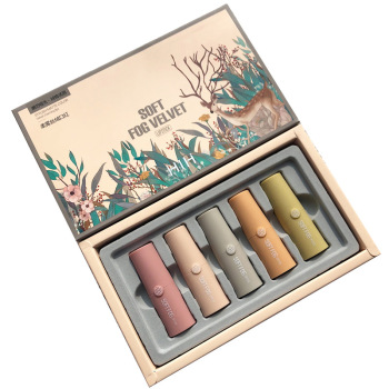 The matte velvet lipstick set has a thin and durable texture small sample box that does not stain the cup is easy