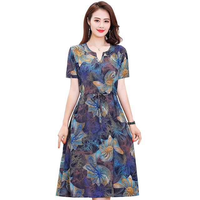 Plus rozmiar XL-6XL 2020 nowych kobiet lato długa sukienka Slim kwiaty sukienka z nadrukiem kobiet wysokiej jakości dekolt w serek z krótkim rękawem Casual Dress tanie i dobre opinie CN (pochodzenie) V-neck REGULAR szarfy Na co dzień Do połowy łydki Wiskoza A-LINE Dla osób w wieku 35-45 lat Pulower