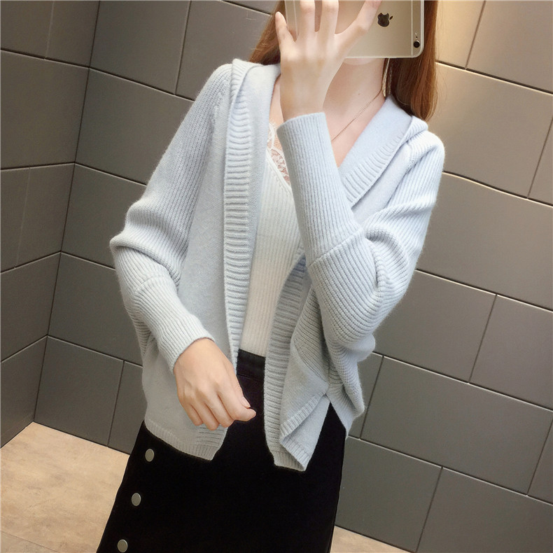 2019 Free send New style Korean loose and comfortable Autumn women Cardigan Sleeve of bat Hooded Sweater coat 115