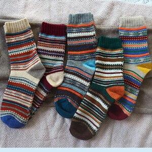 Image 5 - Hiver nouveau hommes épais chaleur Harajuku rétro haute qualité rayé mode laine chaussettes décontractées 5 paire