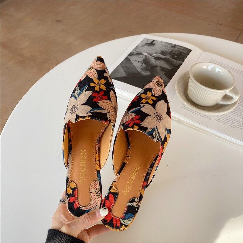 Fashion Women Pointed Toe Slippers Slip On Mule Shoes Block Low Heels Sandals Slides Flower Pattern Fashion Casual Flip Flops