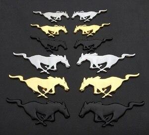 Image 2 - 2 Pcs 3D מתכת מוסטנג ריצה סוס צד דלת כנף פנדר סמל מדבקת מדבקות עבור פורד מוסטנג סוס רכב סטיילינג אבזרים