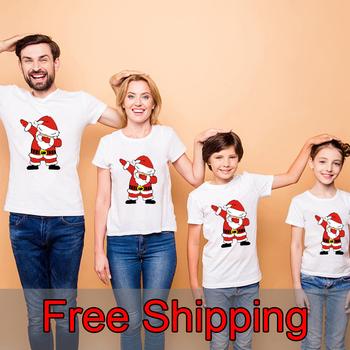 Santa wesołych świąt rodzinne koszule rodzinne świąteczne koszulki mamusia i ja koszulka rodzina pasujące nadruk świąteczny tanie i dobre opinie Gourd doll CN (pochodzenie) Na co dzień Krótki Pasuje prawda na wymiar weź swój normalny rozmiar COTTON Cartoon Matka Ojciec Dzieciak