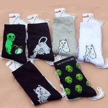 Yeni Trend komik çoraplar Unisex Alien baskılı karikatür kedi nefes çorap çift sevimli çorap beyaz siyah kadınlar için uzun çorap