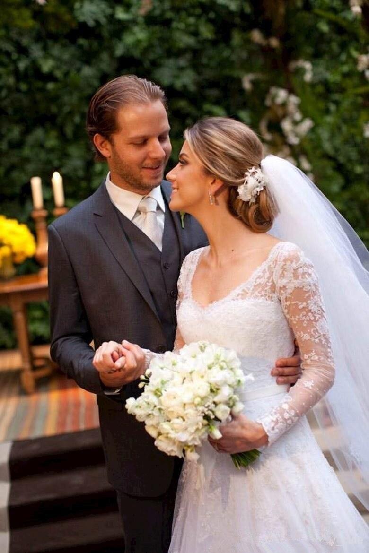 Vestido De Noiva Sexy A-Line Scoop Long Sleeve 2018 Button Ruffles Chapel Train Lace Bridal Gown Mother Of The Bride Dresses