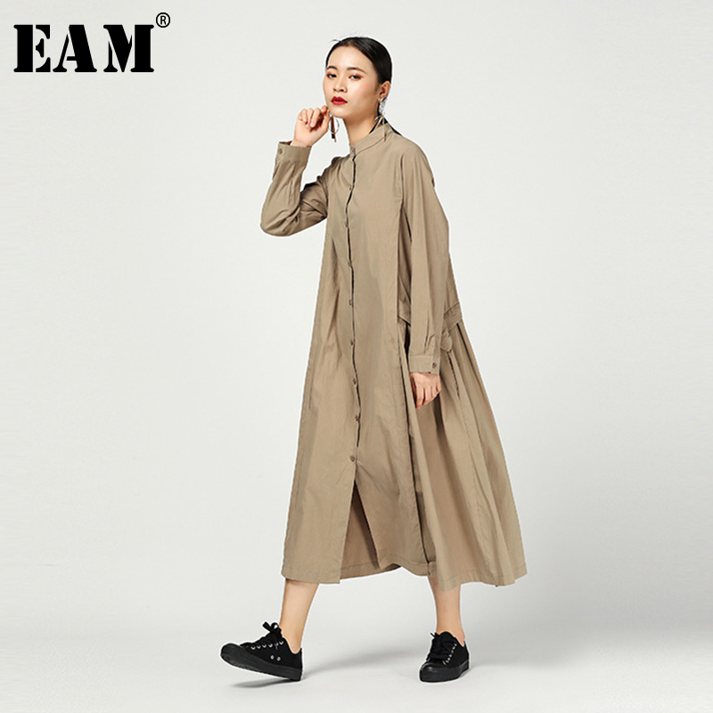 [EAM] Women Khaki Pleated Split Long Shirt Dress New Stand Collar Long Sleeve Loose Fit Fashion Tide Spring Autumn 2020 1N471