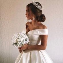 Атласное свадебное платье А силуэта с открытыми плечами без