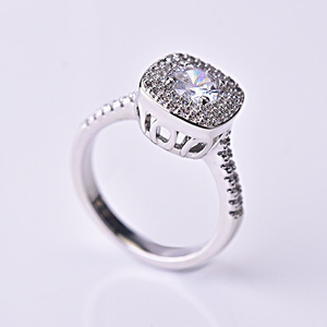 Image 5 - S925 prata cor quadrado anel de diamante para mulher 2 quilates anillos bizuteria jóias de casamento branco topázio pedra preciosa anel de diamante caixa