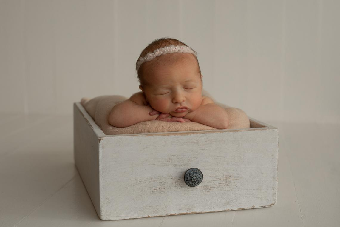 Vintage Small Drawer Baby Photo Prop Bed Retro Drawer Newborn Photography Wooden Basket Infant Photo Shoots Wood Bed Props Sofa