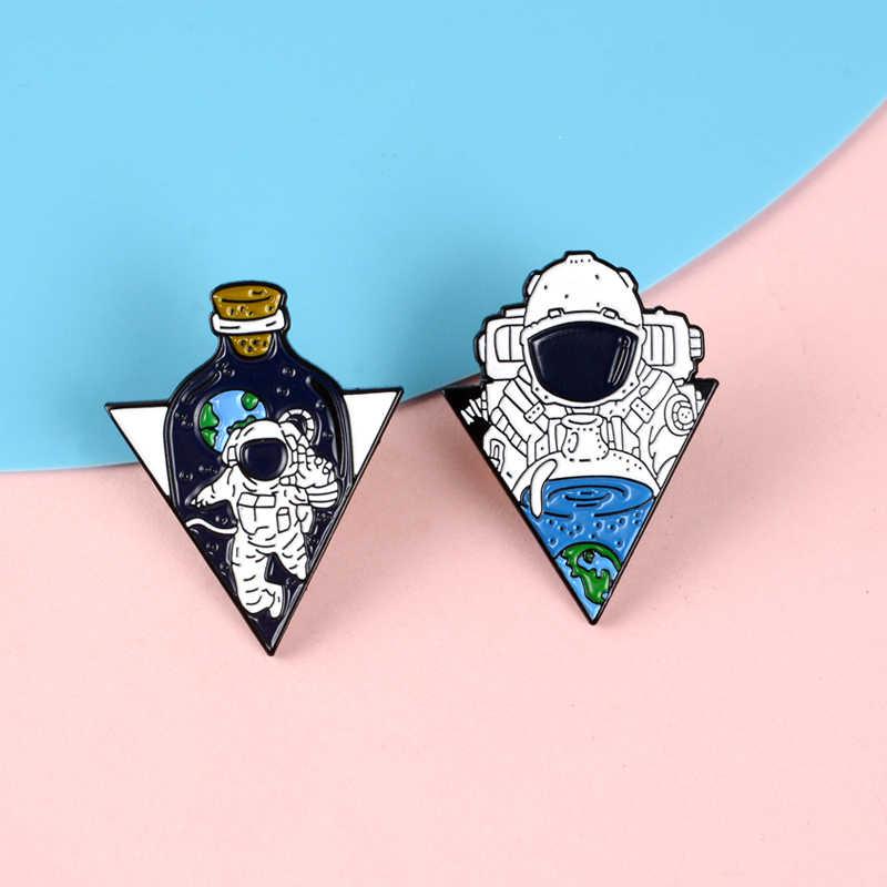 Astronauta en la botella alfileres de solapa pequeño bebé Soda moda broches insignias mochila esmalte alfileres joyería regalo para fans aeroespacial