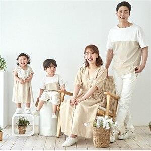 Летние одинаковые комплекты для семьи футболка с короткими рукавами для папы и сына свободные платья для мамы и дочки семейная одежда для о...