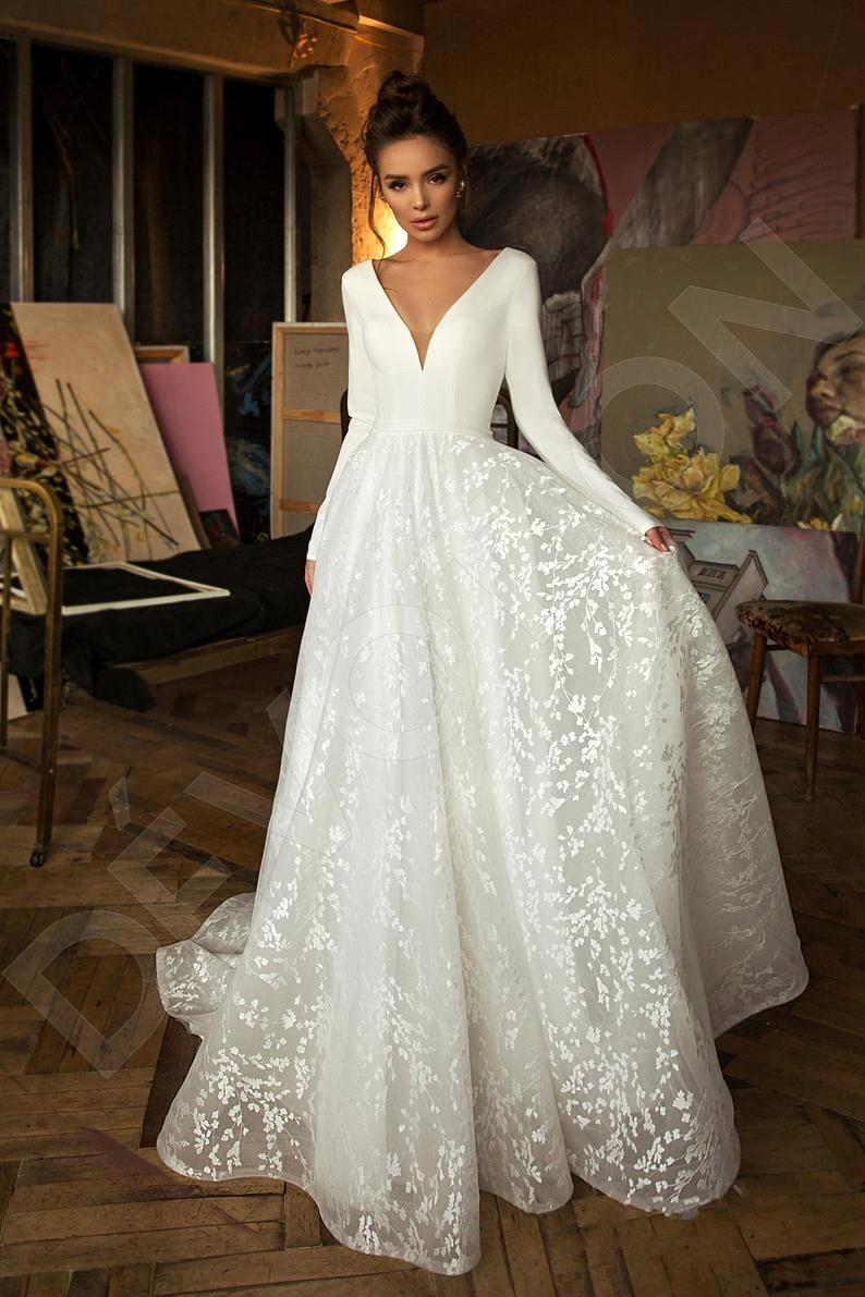 Wedding Dresses A Line Long Sleeve Sexy V Neck Lace Appliqued Floor Length Lace Plus Size Bridal Gowns Cheap For Women