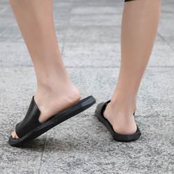 Новый стиль; нескользящие сандалии для пар; цвет черный, белый; простой стиль; домашняя обувь для мужчин и женщин; светильник; верхняя одежда