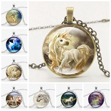цена Fashion Boutique Pendant Necklace Horse Necklace Pendant Glass Jewelry Vintage Silver Color Chain Choker онлайн в 2017 году