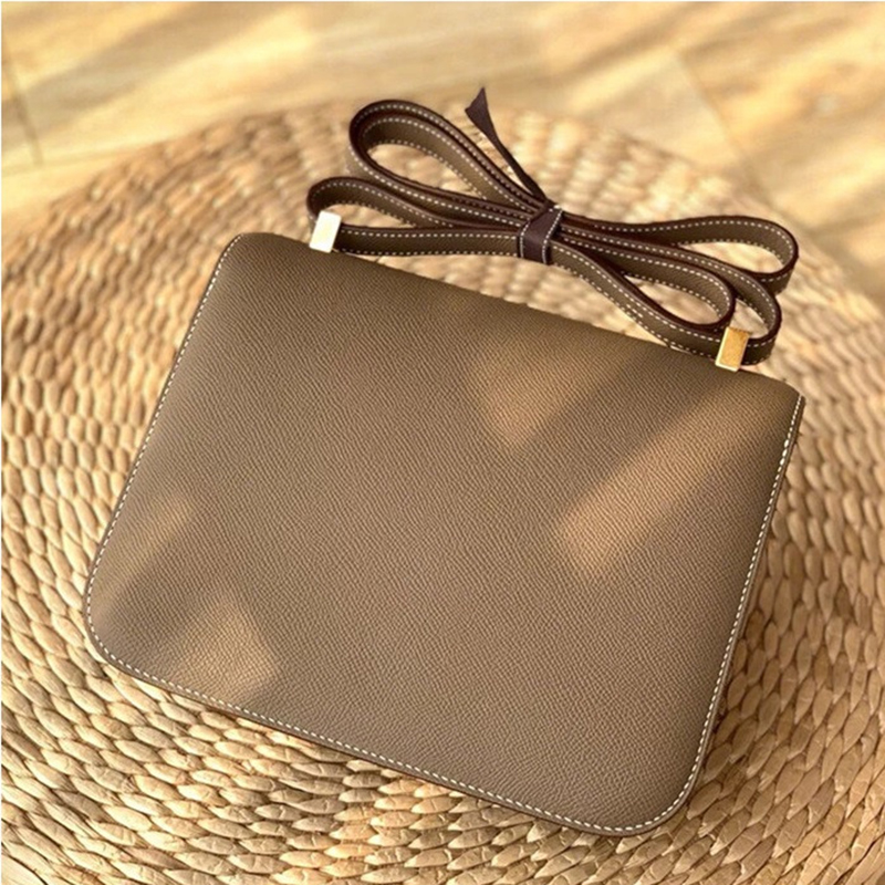 2020 new stewardess bag luxury fashion Retro Leather Women's bag h button tofu bag single shoulder straddle small square bag