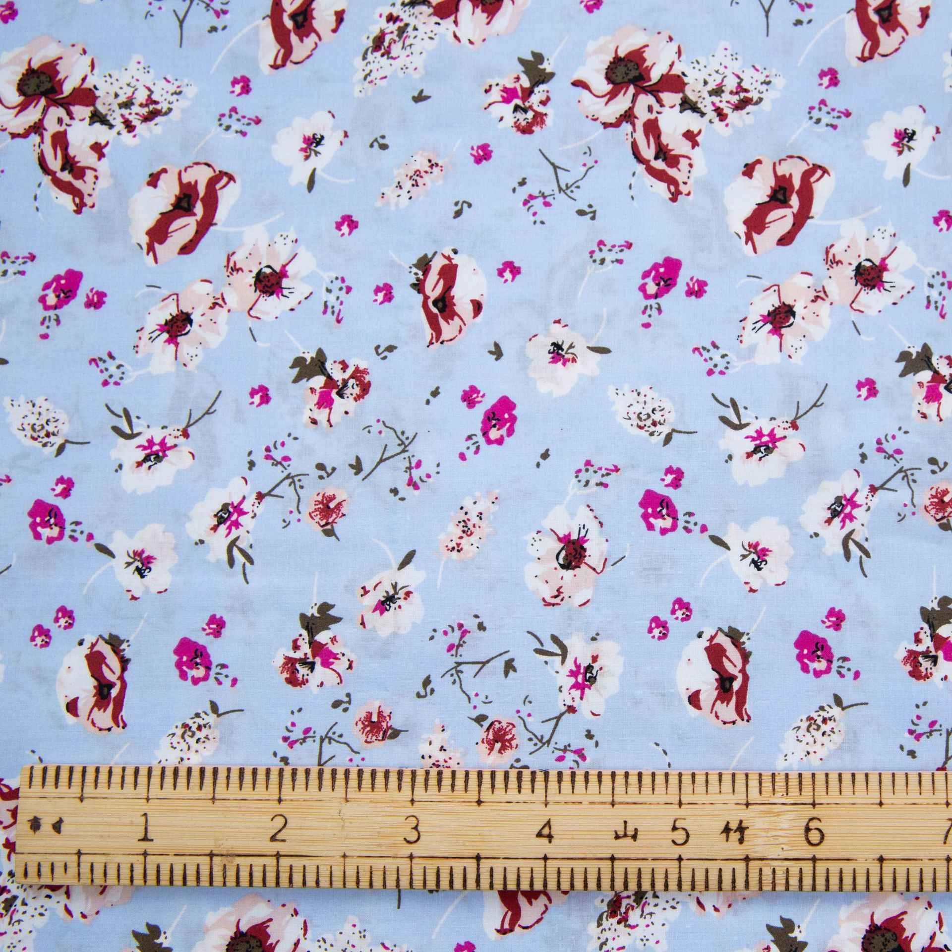 100/% Coton Popeline Tissu Lapin INSIGNES /& Love Hearts on Spots 140 Cm Large