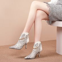 MLJUESE 2020 women ankle boots cow leather winter short plush pointed toe snake strip chains high heels female boots dress(China)