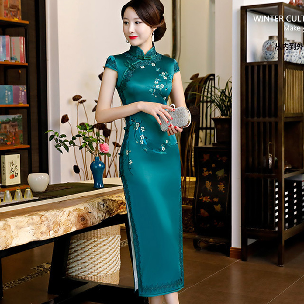 Classic Plum Flower Embroidery Long Cheongsam Dress Female Qipao Red Green Vintage Tradition Chinese Evening Banquet Party Dress