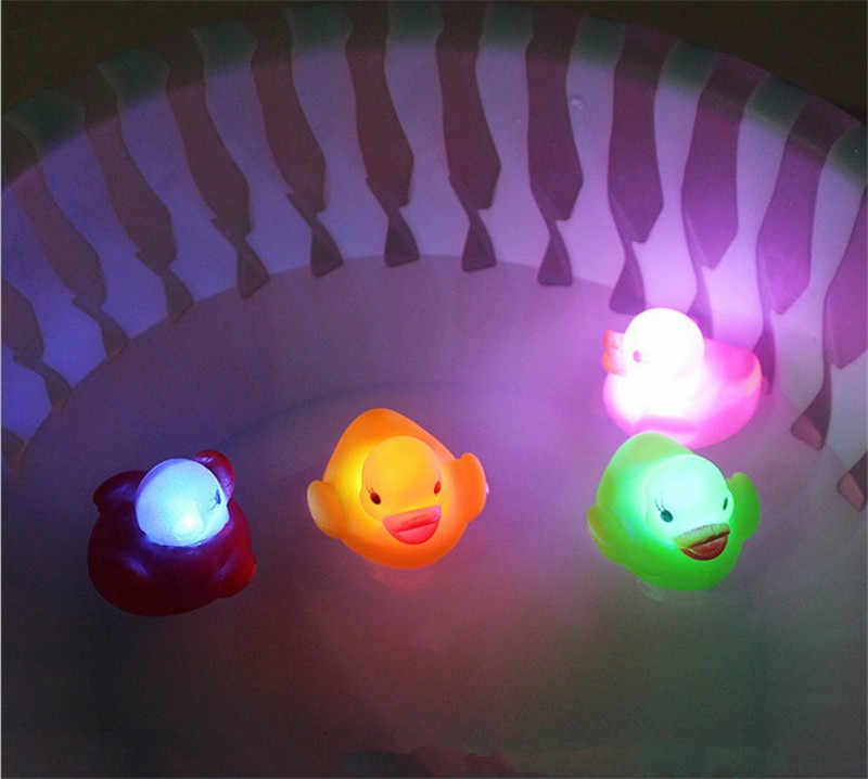 Pato de borracha banho piscando luz brinquedo mudança da cor do carro brinquedos do banheiro bebê multi cor led lâmpada banho brinquedos para crianças